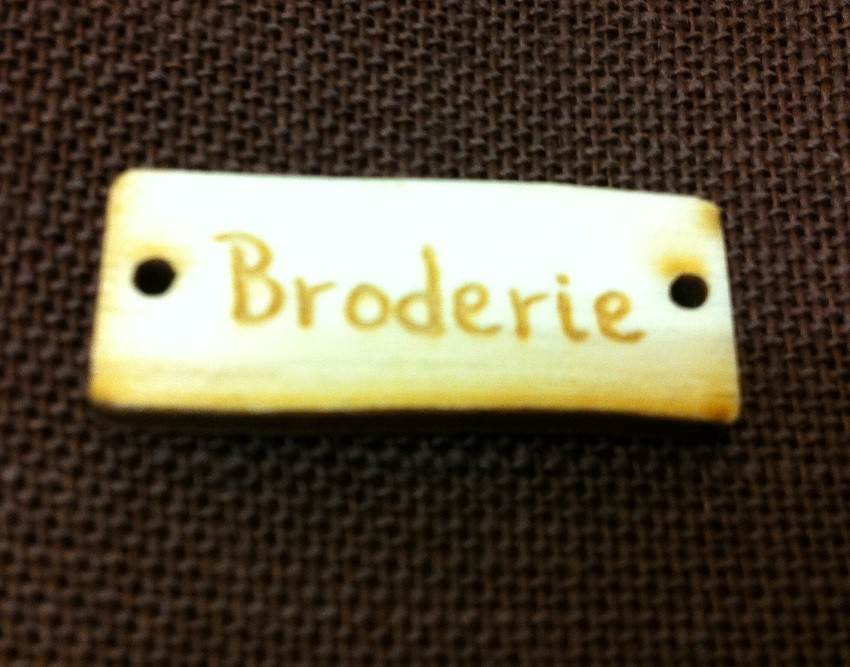 "Bouton bois ""Broderie"""